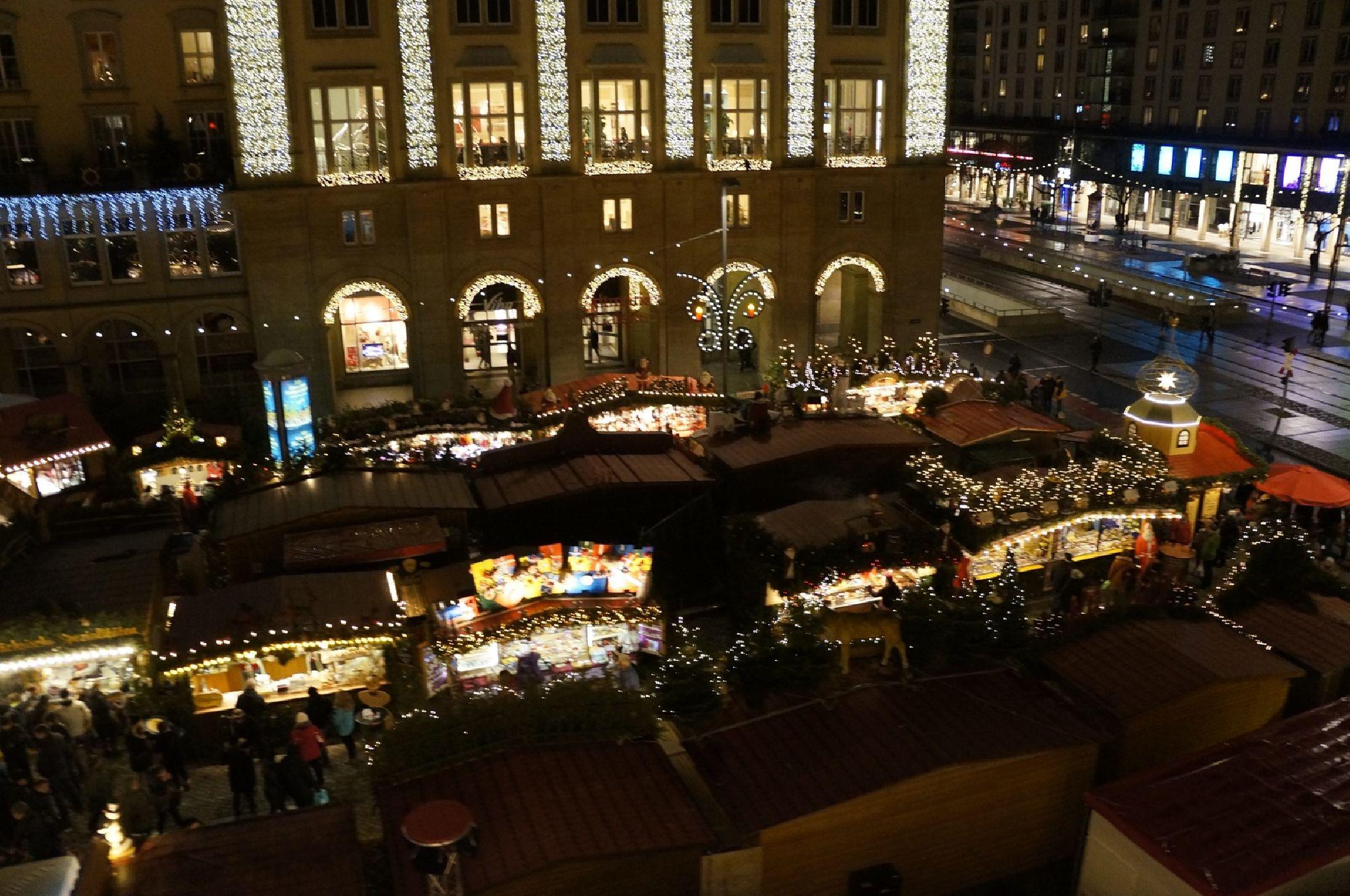 Buden des Dresdner Striezelmarktes