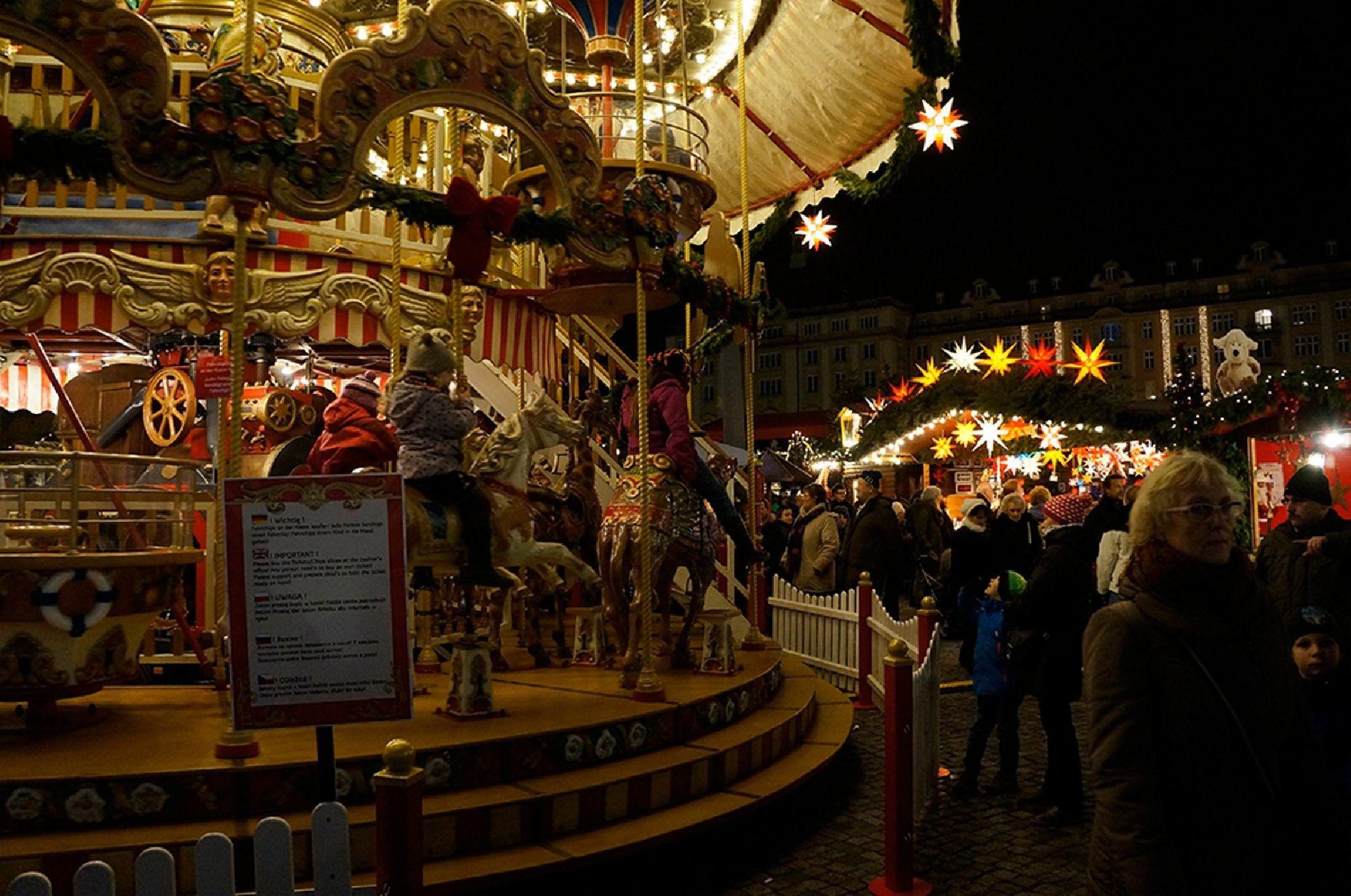 Karussel auf dem Striezelmarkt in Dresden