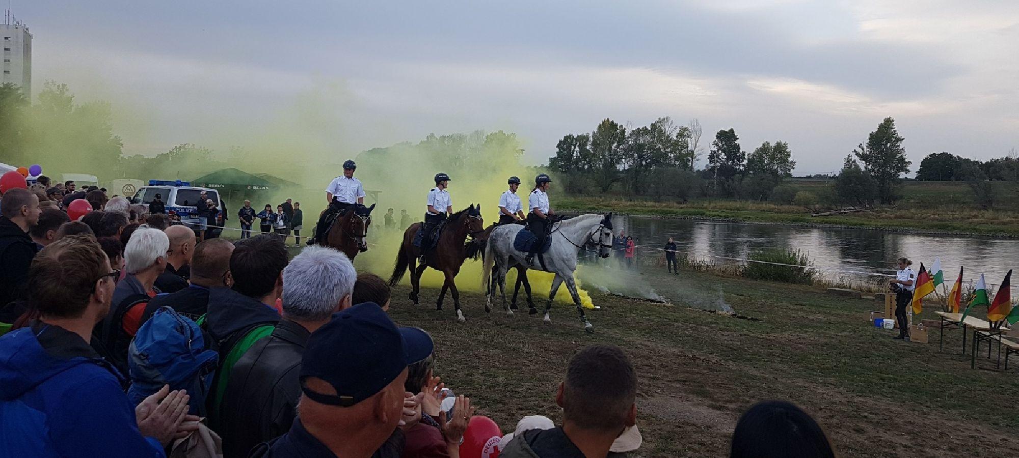 Vorführung der Reiterpolizei