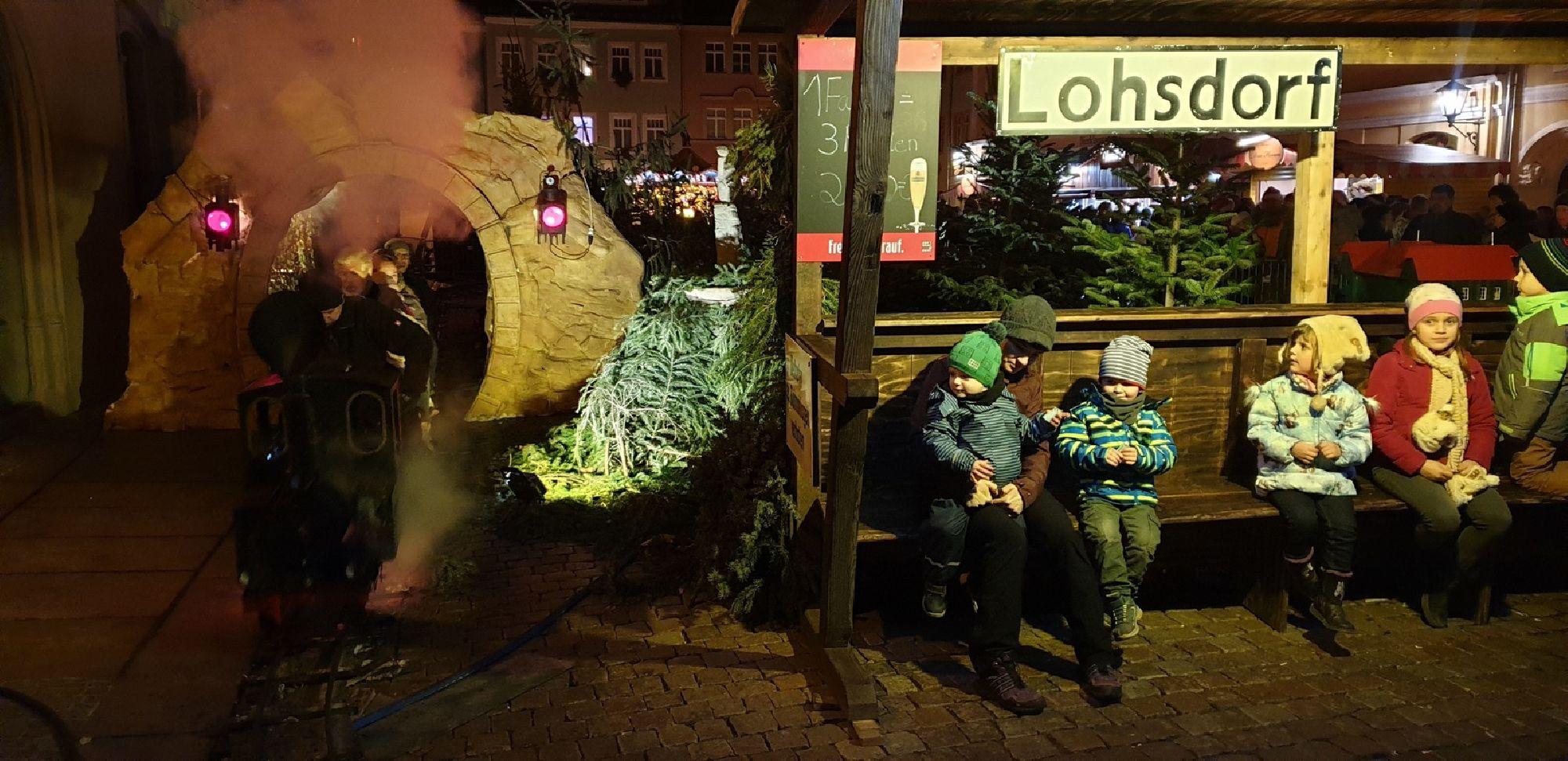 Dampfeisenbahn auf dem Canalettomarkt in Pirna