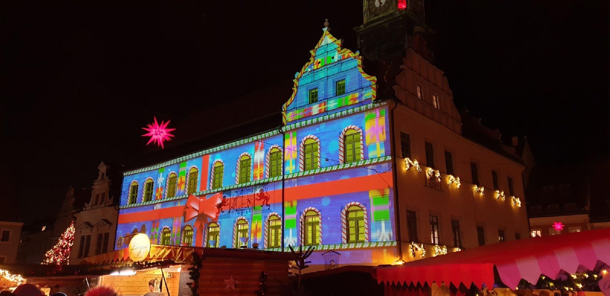 Farbenspiele auf dem Pirnaer Canalettomarkt